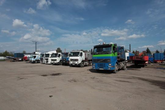 Firma posiada samochody ciężarowe samozaładowcze – samowyładowcze